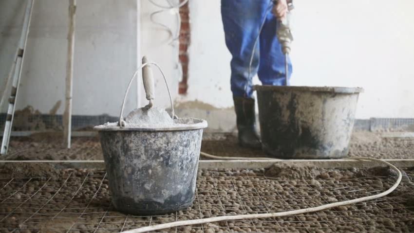 На керамзит необходимо положить металлическую сетку для выравнивания