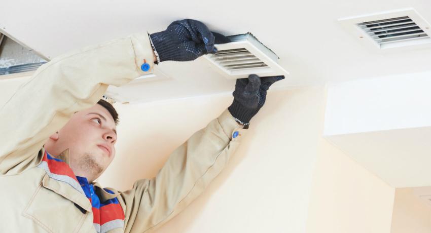 Современные стеклопакеты герметичны и не пропускают воздух в помещение, поэтому отличным решением для ванной комнаты является вентилятор для вытяжки