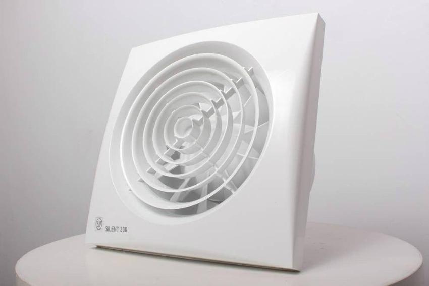 Осевой вентилятор — менее мощный, и в то же время более шумный, чем приборы других типов