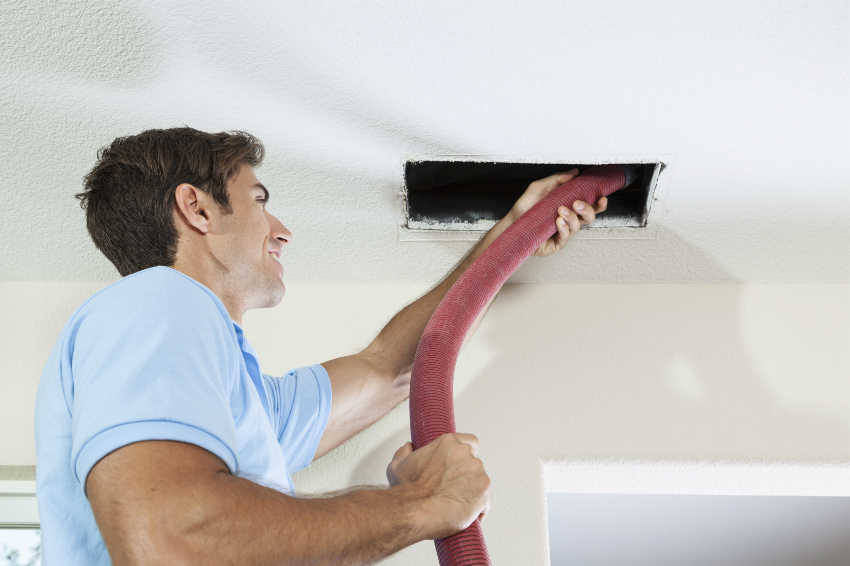 Перед установкой вентилятора, необходимо убедиться, что вентиляция хорошо функционирует и не забита пылью