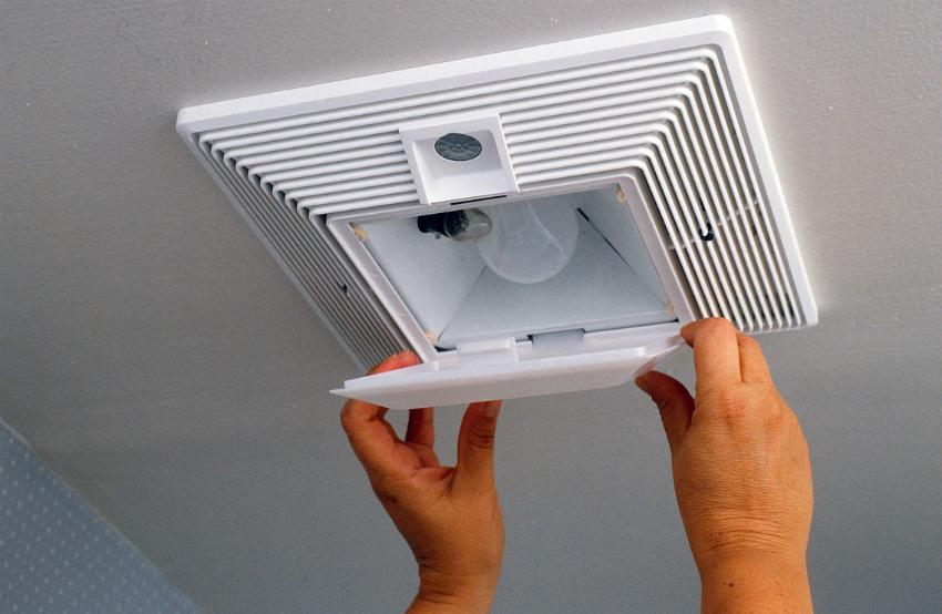 По отзывам покупателей, для туалета лучше использовать вентилятор с датчиком движения и встроенным освещением