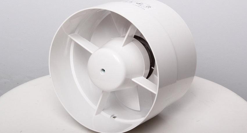 Бесшумную работу вентилятора обеспечивают шариковые подшипники
