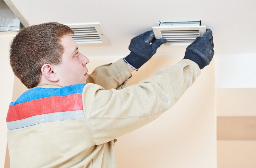 Регулярный уход за вытяжным вентилятором обеспечит его долгую работу