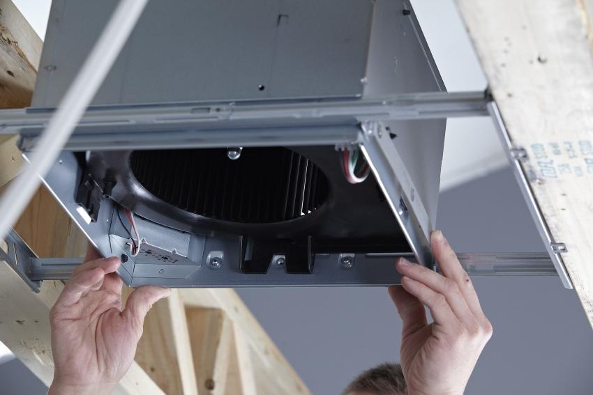Установка промышленного канального вентилятора обычно осуществляется специалистами