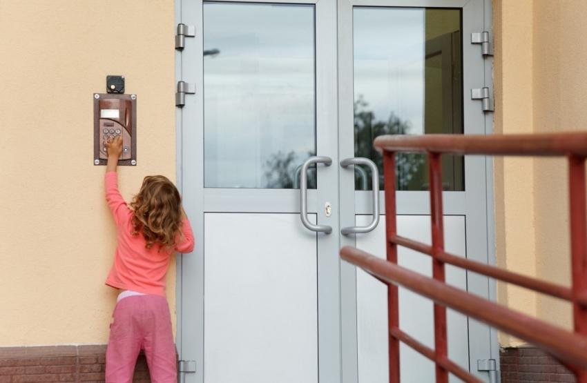 Современные домофоны для многоэтажных домов оснащены кодовым замком