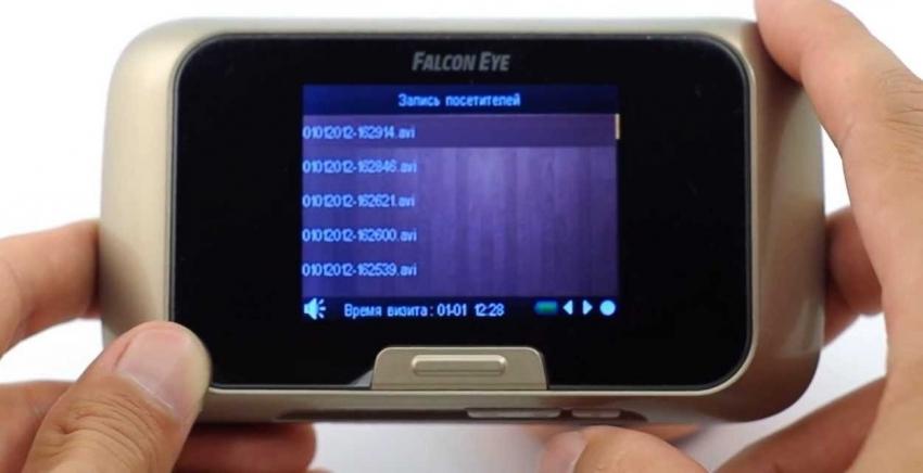 Видеозвонки с расширенным функционалом могут реагировать на движение перед дверью и автоматически записывать видео