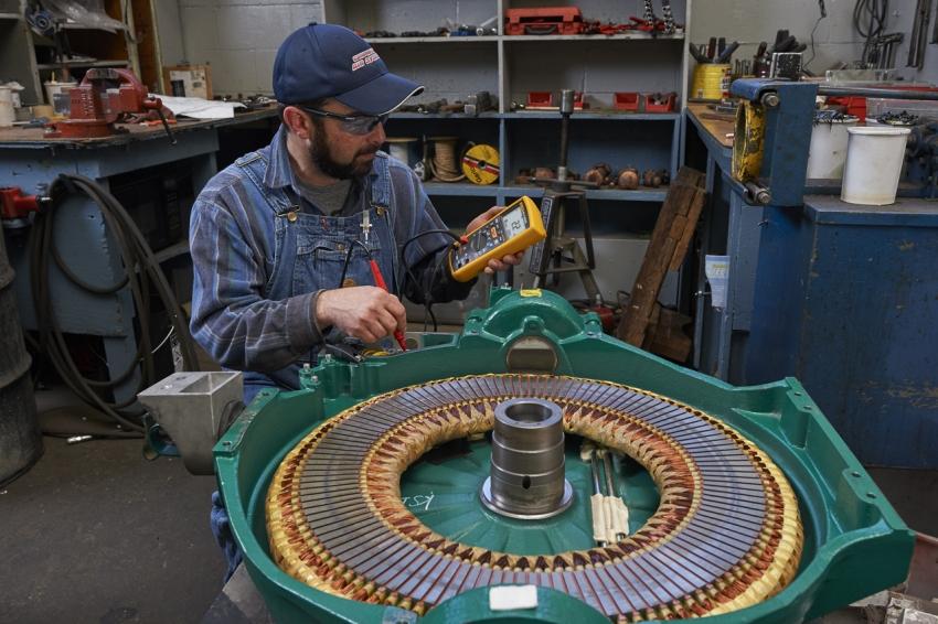 Проверить работоспособность конденсатора мультиметром можно даже без функции измерения емкости