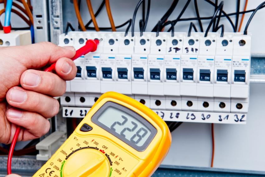 Для измерения величин мультиметром, используются щупы, термопара или клещи