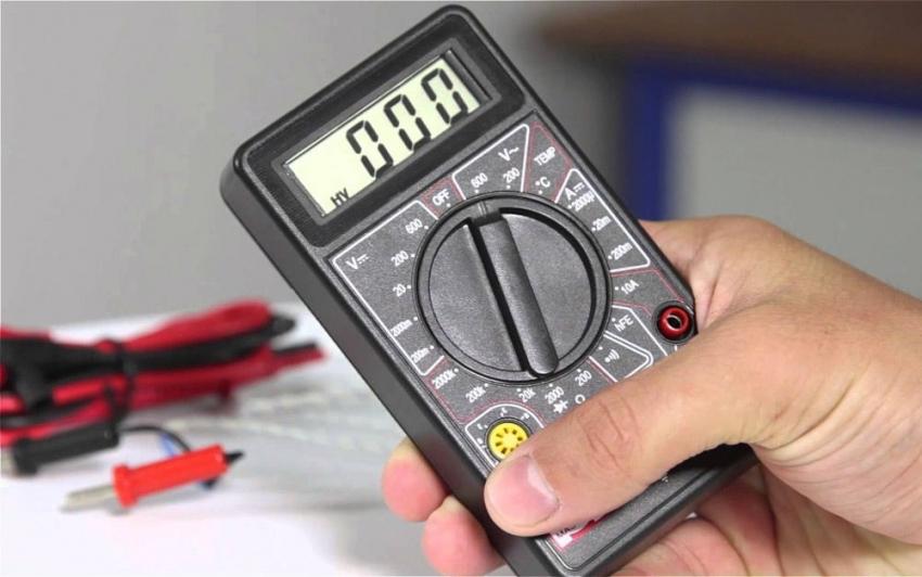 Мультиметром нельзя замерить емкость батареи телефона, а только приблизительное значение потребления в амперах