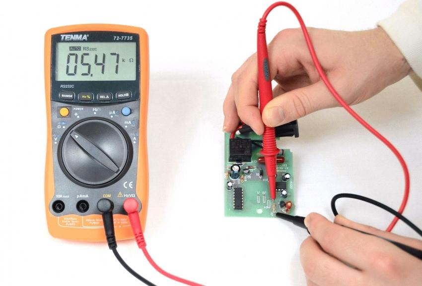 Для проверки резисторов также используется мультифункциональный тестер
