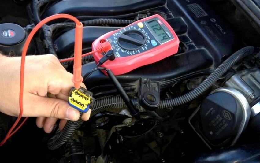 Генератор и аккумуляторная батарея работают в паре, поэтому проверять необходимо два устройства