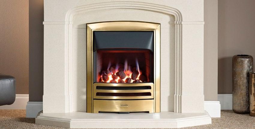 Электрокамин с эффектом живого огня можно установить даже в небольшой комнате, поскольку он не требует проведения воздуховода