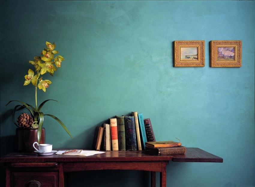 Фактурная краска может придать стене интересный текстурированный эффект