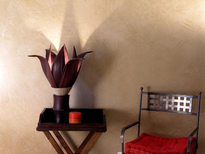 Для того чтобы краска долго имела привлекательный вид, стоит позаботиться о качественной подготовке стены перед окрашиванием