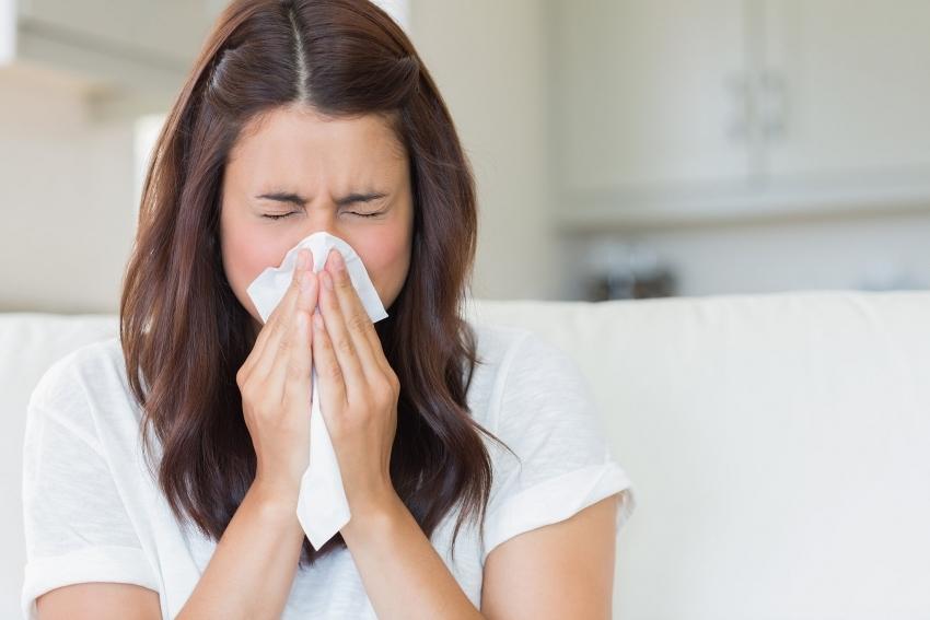 Ионизатор воздуха поможет избавиться от таких негативных проявлений аллергии, как насморк, кашель, отечность и воспаление верхних дыхательных путей