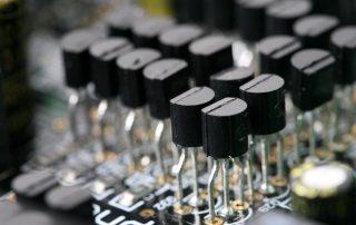 Как проверить мультиметром транзистор: испытание различных типов устройств