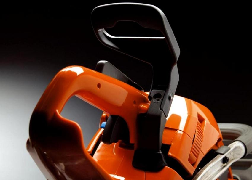 Одним из основных преимуществ бензопилы Echo является высокий уровень защиты оператора при работе с устройством