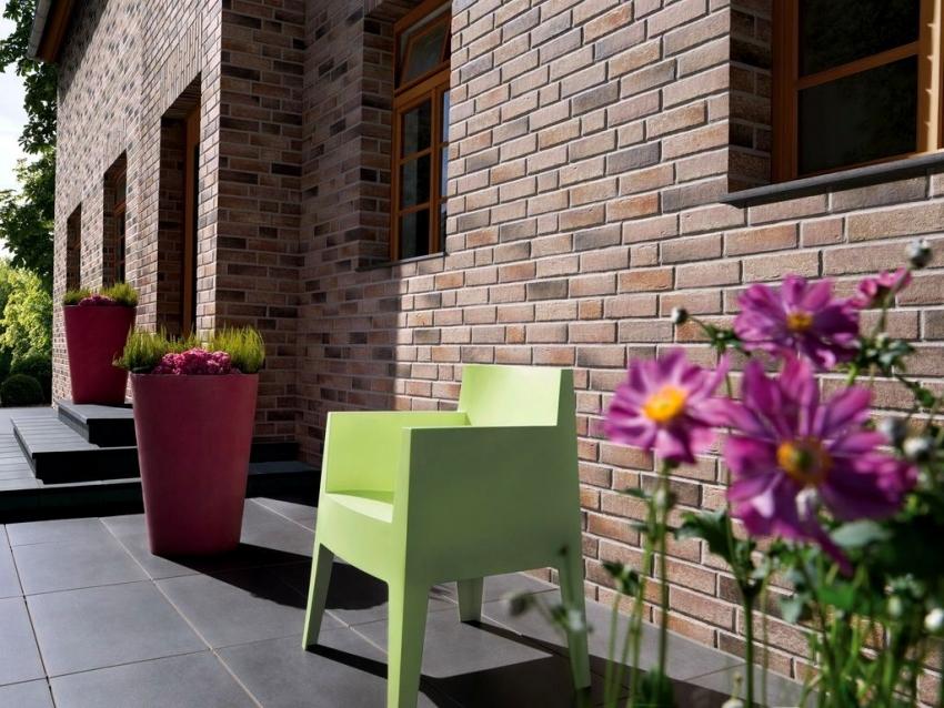 При соблюдении всех правил и рекомендаций по облицовке фасада здания, срок эксплуатации клинкерной плитки может достигать до 100 лет