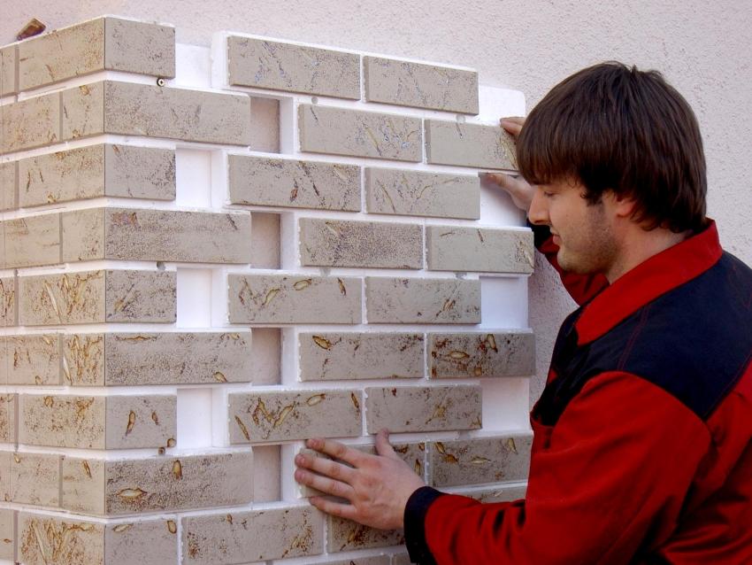 Для декоративной облицовки стен используется плитка наименьшей толщины