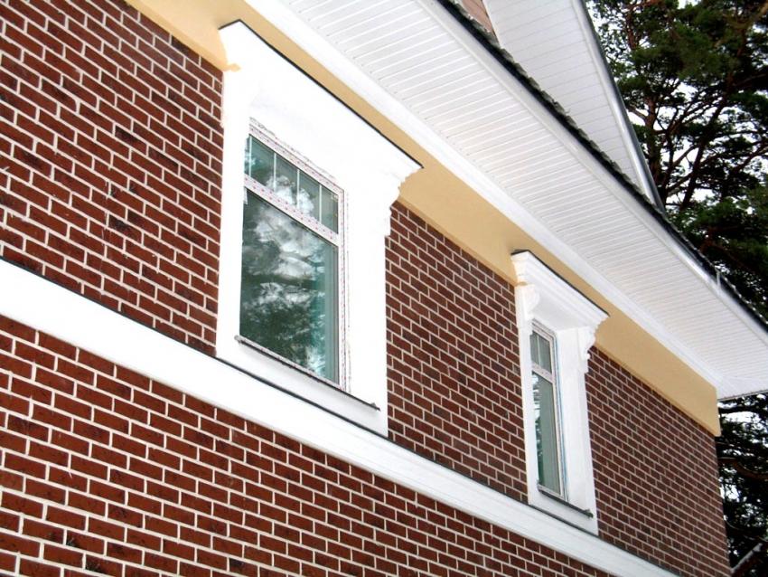 В зависимости от дизайна здания, клинкерную плитку можно подобрать необходимого цвета и формы