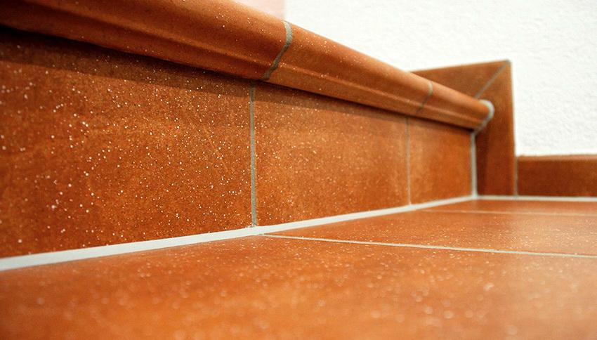 Плитка уложенная по всем правилам с использованием качественных материалов