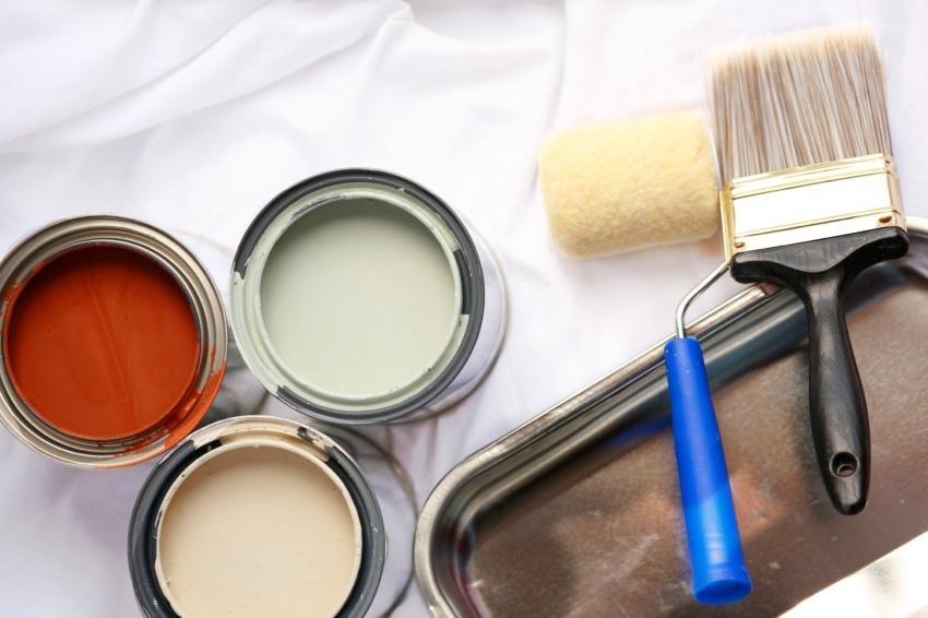 Для того чтобы покраска потолка не заняла много времени и сил стоит позаботиться о качественном инструменте