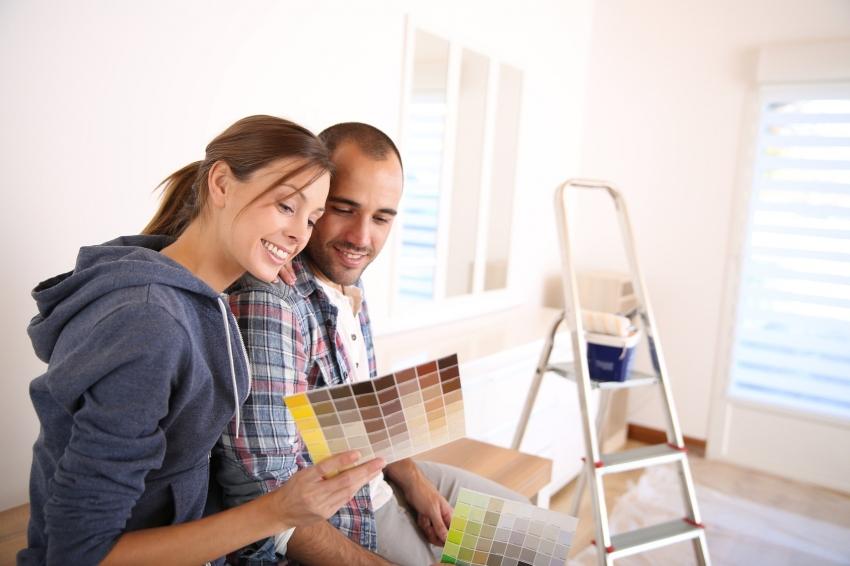 Перед началом покрытия потолка необходимо подобрать подходящий цвет и текстуру краски