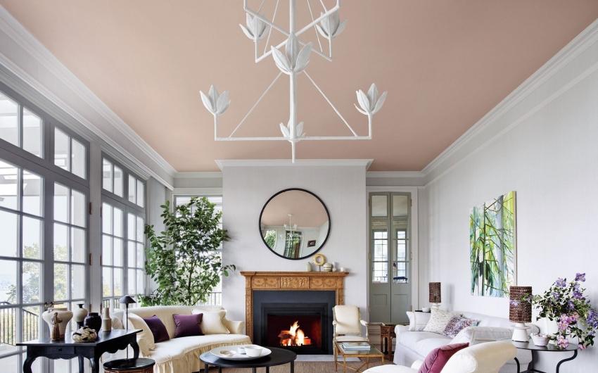Качественно выполненная покраска потолка придаст свежести и завершенности интерьеру помещения
