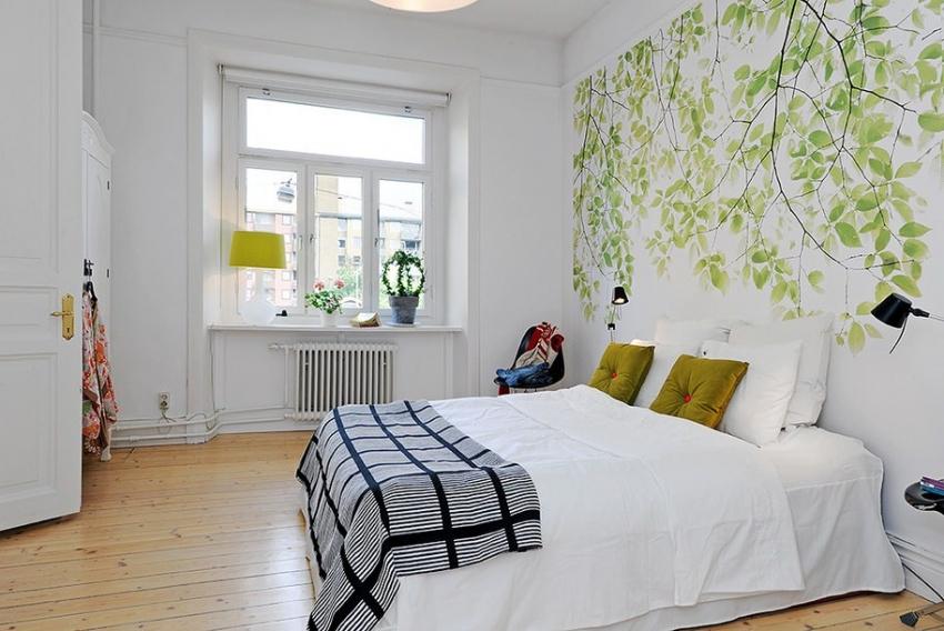 Разнообразить белые стены можно, использовав специальные наклейки или трафареты