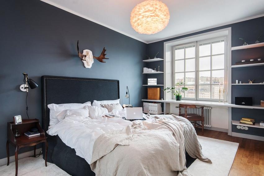 Пример качественной покраски стен водоэмульсионной матовой краской темного оттенка