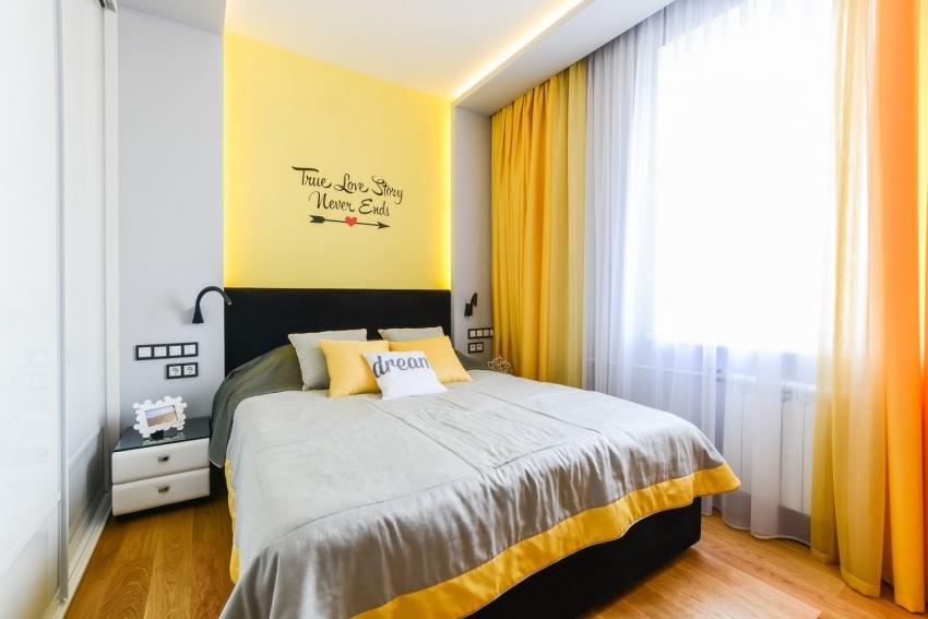 Для оформления интерьера спальни лучше выбирать краски теплых тонов