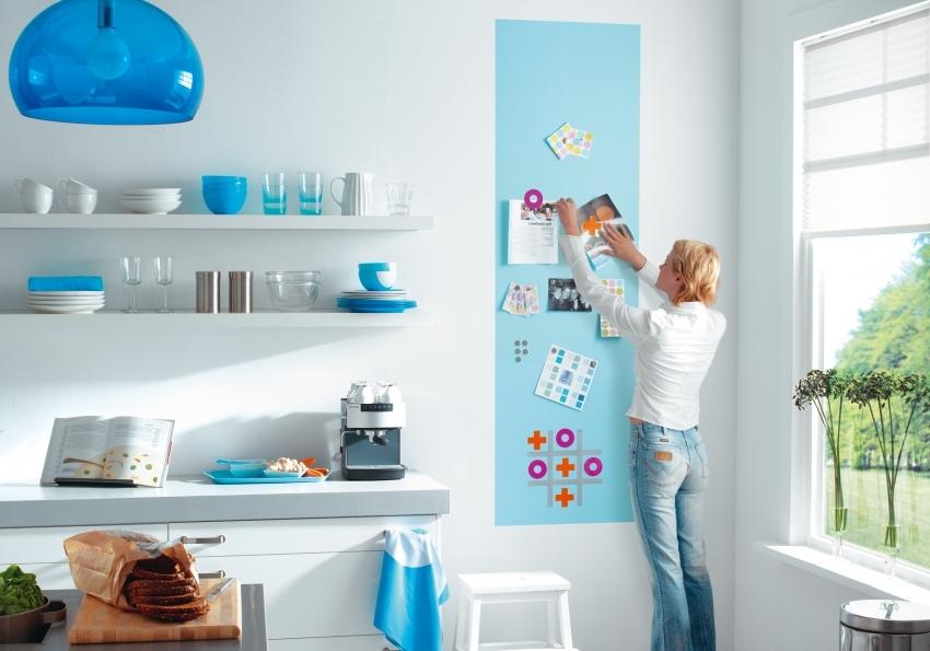 Магнитная краска зачастую используется для выделения одной зоны на кухне, детской или рабочего кабинета