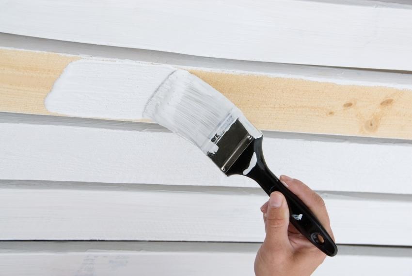 Алкидные краски лучше использовать для деревянных поверхностей вне жилых помещений
