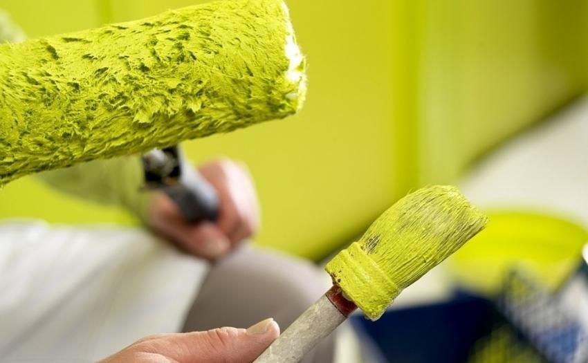 Для того чтобы в результате покраски не образовались потеки и разводы, перед покупкой стоит обратить внимание на консистенцию краски