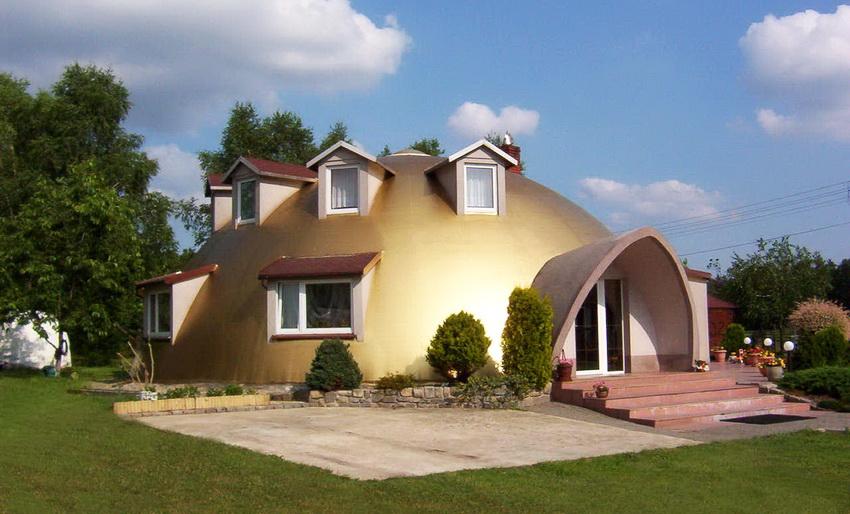 Монолитный купольный дом сделанный по японской технологии с облицовкой из пенополистирола