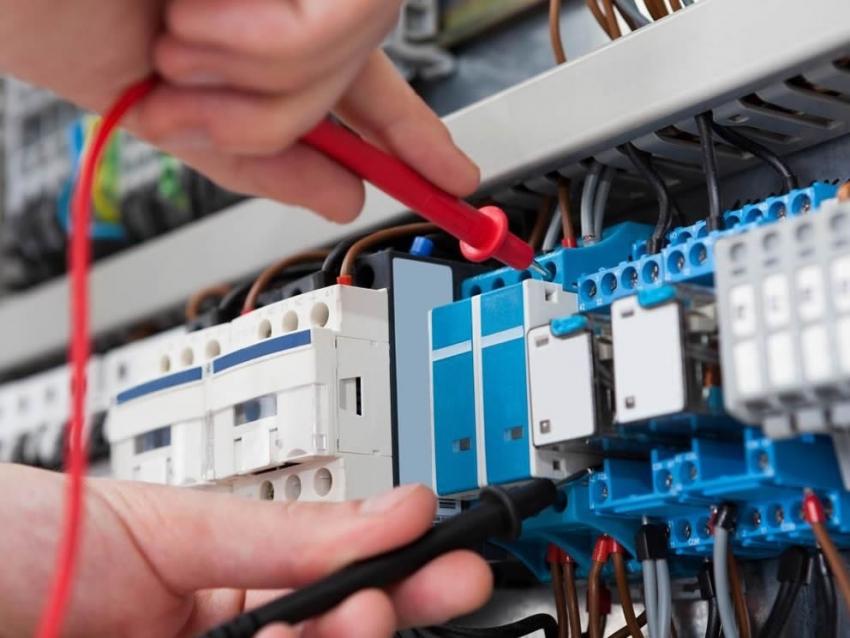 Для электромонтажных работ стоит выбирать мультиметр высокого класса электробезопасности