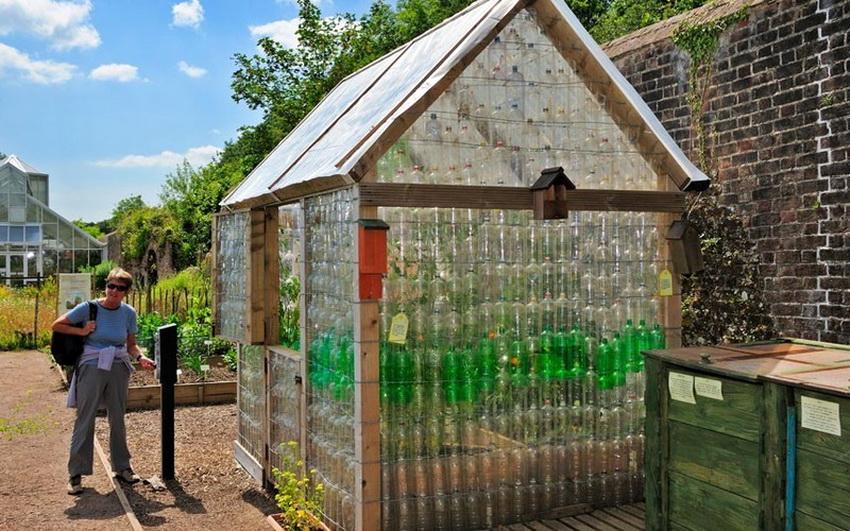 Использование пластиковых бутылок позволит снизить стоимость конструкции в разы
