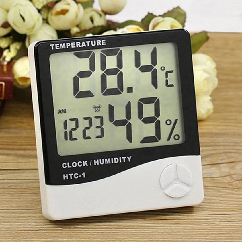 Современный прибор, показывающий температуру, время и влажность