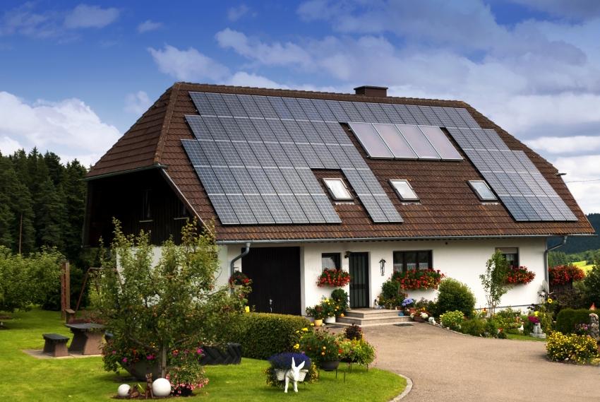 Солнечные панели - это альтернативный способ получения электроэнергии, который позволит отказаться от услуг коммунальной электростанции