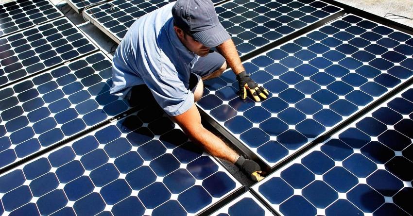 Устанавливать стационарные солнечные панели стоит только с солнечной стороны дома