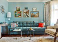 Легкости гостиной может придать сочетание нежно-голубого и бежевого цветов