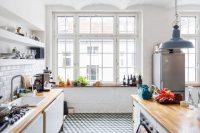 Белый цвет является очень популярным как для оформления кухни в классическом стиле, так и для стилей модерн и хай-тек