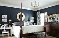 Синий насыщенный цвет в спальне способствует снятию стресса, поэтому такой оттенок рекомендуется использовать для оформления спальни