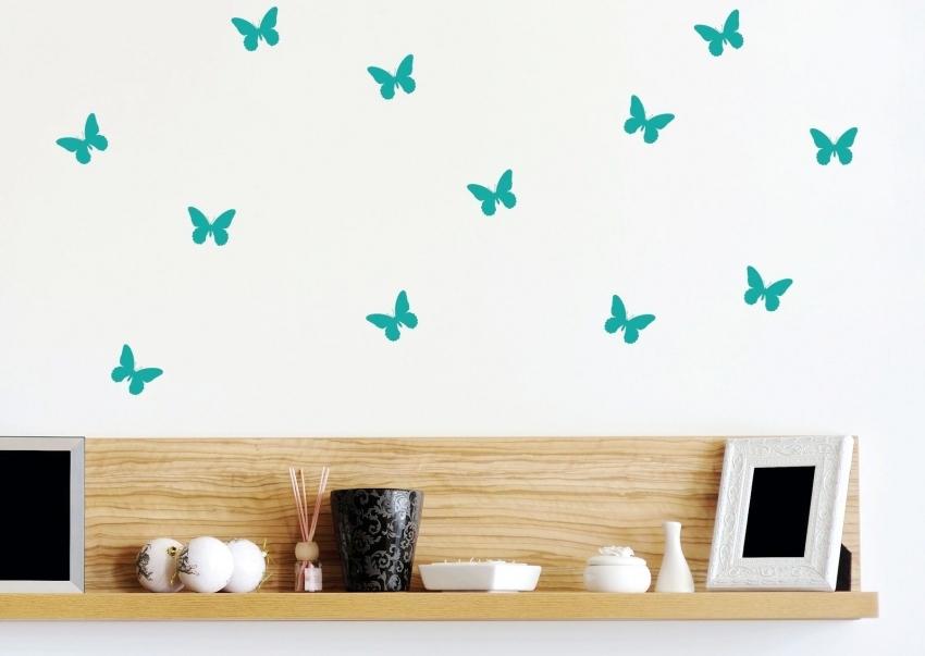 Изображения бабочек подходят как для детской комнаты, так и для гостиной, поскольку они способны оживить интерьер комнаты
