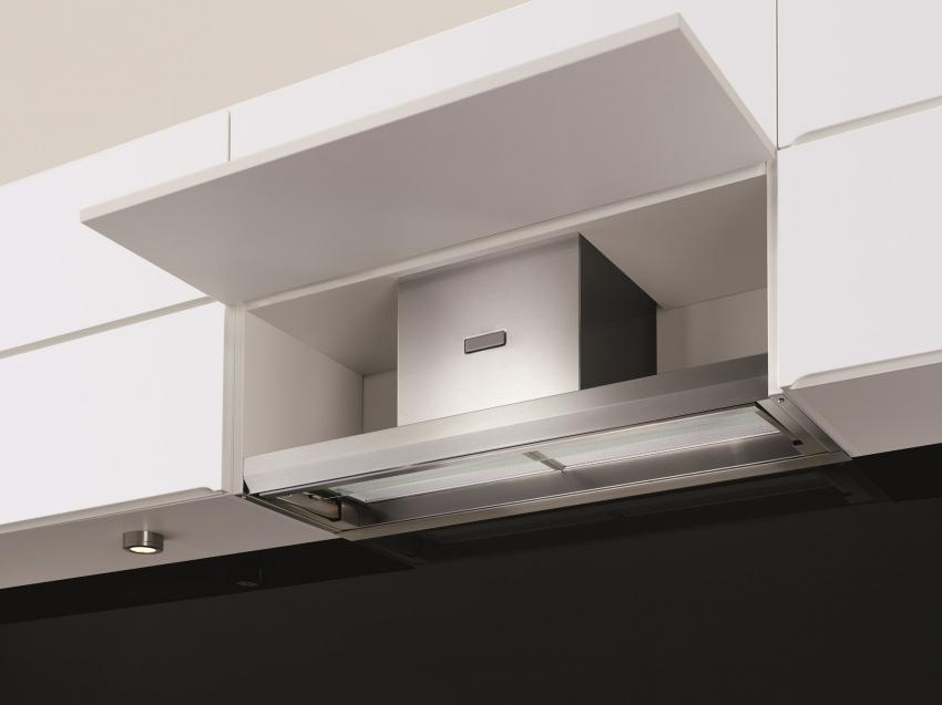 Встроенная вытяжка поможет сэкономить место на кухне и избавится от неприятных запахов и жира