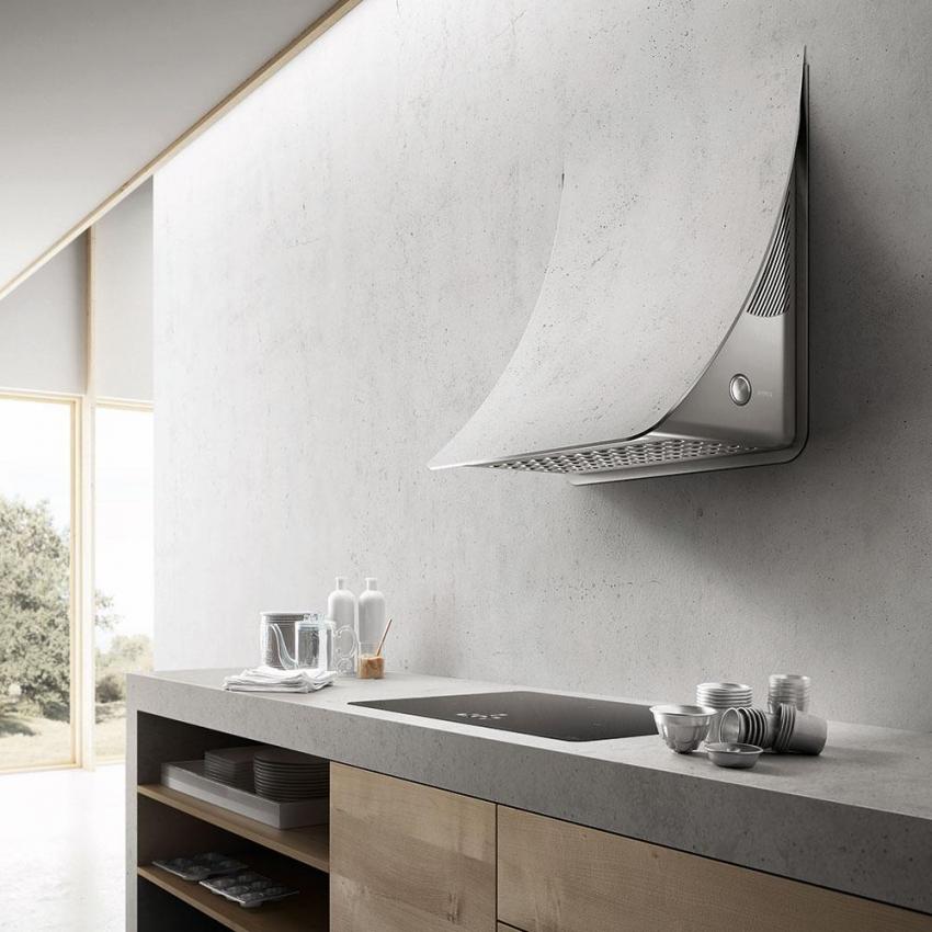 В зависимости от интерьера кухни можно подобрать встроенную в стену вытяжку интересного дизайна, но такое решение требует планирования еще на этапе ремонта