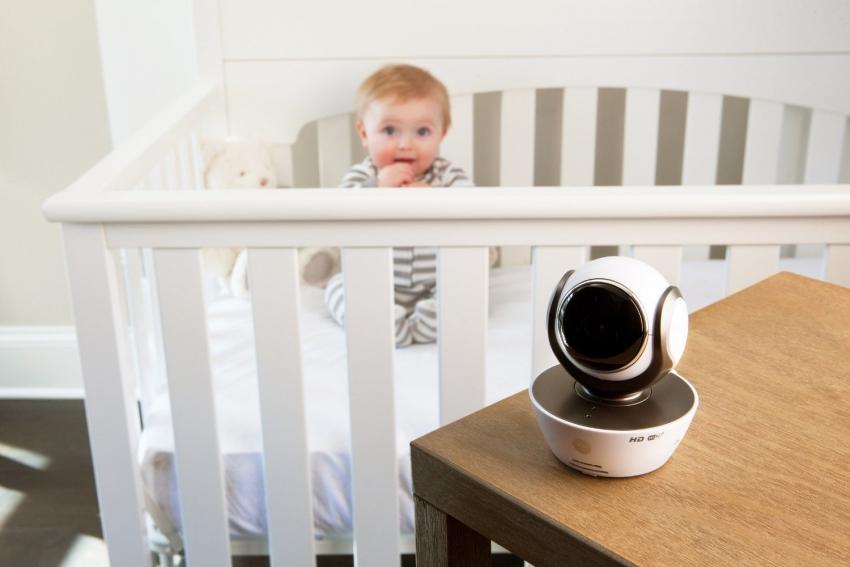 Современная беспроводная видеокамера имеет компактный размер и способна сообщать о любых звуках и движениях