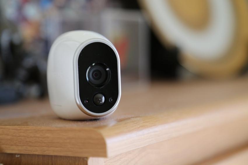 Благодаря небольшому размеру, современную беспроводную камеру можно незаметно разместить в любом месте комнаты