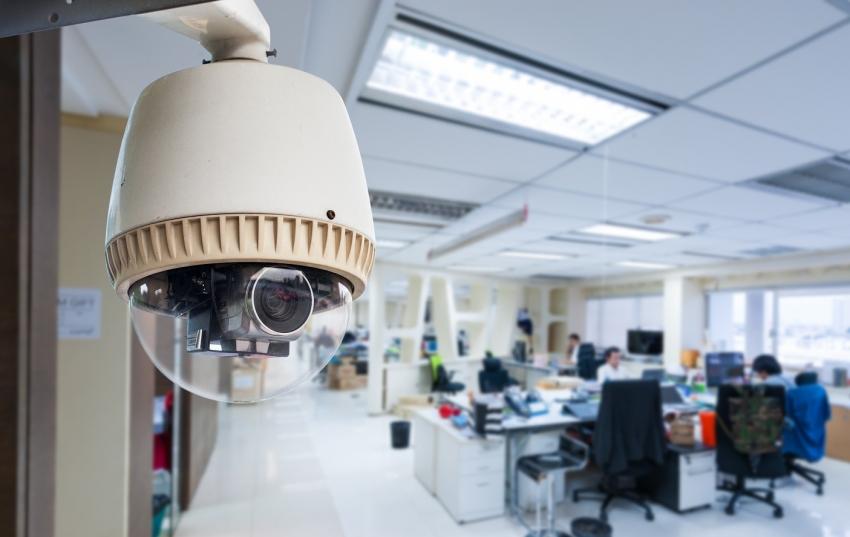 Угол обзора купольной беспроводной видеокамеры можно настроить или менять самостоятельно в зависимости от необходимости просмотра того или иного участка объекта