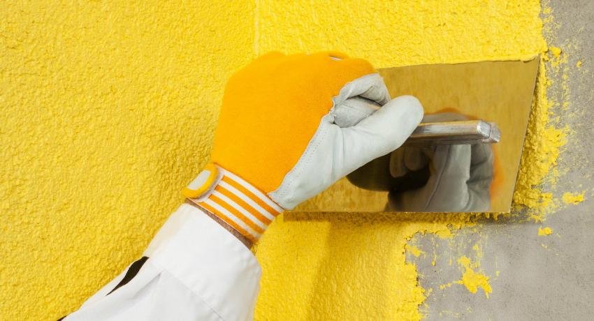 Декоративный слой мокрой технологии нанесения фасадной штукатурки можно окрасить с помощью специального колера
